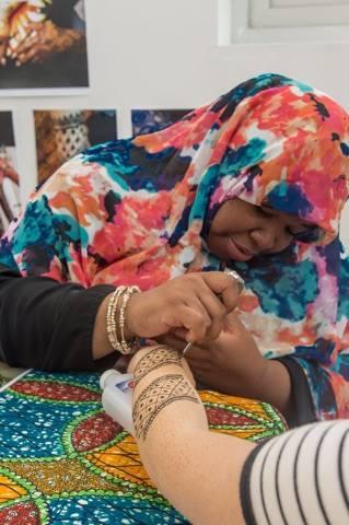 henna hands afro fest